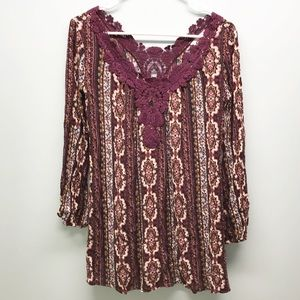 Socialite Nordstrom floral top with lace maroon